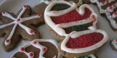 Plate of decorated gingerbread cookies