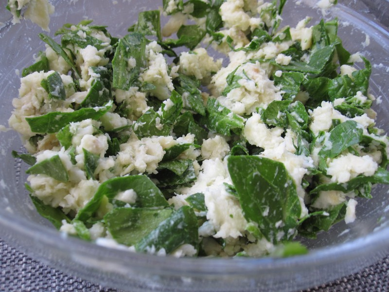 Fish, potato, spinach mixture for fish cakes