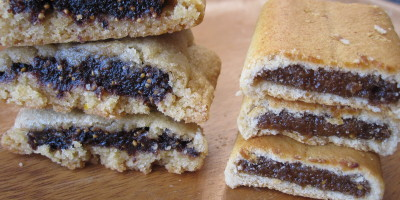 Homemade Fig Keplers on the left, store bought Fig Newtons on the right