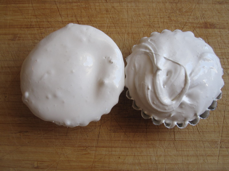Jet-Puffed Marshmallow Creme on the left, Homemade on the right